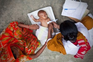 Frontline health workers care for a baby in Bangladesh. Courtesy ©Paul Joseph Brown/ GAPPS